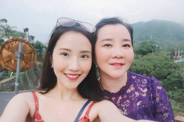 Đọ sắc những bà mẹ đại gia của hội rich kid: Bà trùm hàng hiệu Thủy Tiên sở hữu thần thái đỉnh cao, mẹ Phan Thành bí ẩn nhất Sài thành - Ảnh 10.