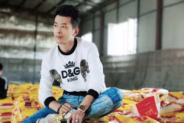 Livestream 12 tiếng bằng trung tâm thương mại bán cả năm, vua sale Trung Quốc Xinba là ai? - Ảnh 1.