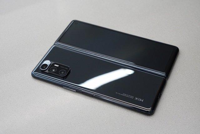 Tung điện thoại màn hình gập giá tối đa 2.000 USD, Xiaomi quyết đấu Samsung, Huawei - Ảnh 3.