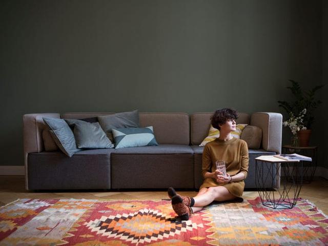 8 tác nhân gây stress trong phòng khách mà bạn không biết: Chuyên gia chỉ cách trị tận gốc - Ảnh 2.