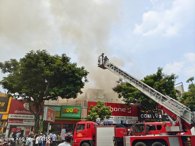 Cháy lớn cạnh trường học ở Sài Gòn, khói bốc cao nghi ngút, hàng trăm học sinh được sơ tán khẩn cấp - Ảnh 6.