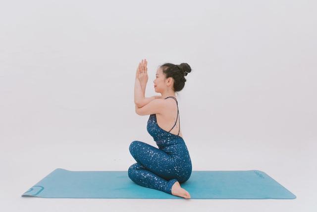 Cô gái vàng Yoga VN: Bài tập dành cho người bị đau vai gáy, muốn hết bệnh thì tập luôn và ngay - Ảnh 7.