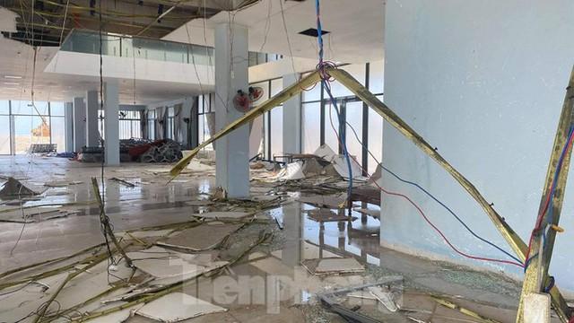 Công trình 250 tỷ chưa nghiệm thu đã thương tích đầy mình vì bão - Ảnh 2.