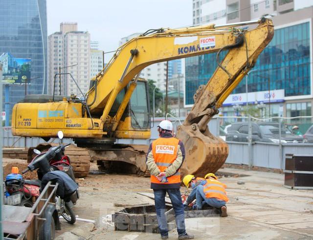 Tăng tốc thi công hầm chui đường bộ nút giao Lê Văn Lương - Khuất Duy Tiến - Ảnh 2.