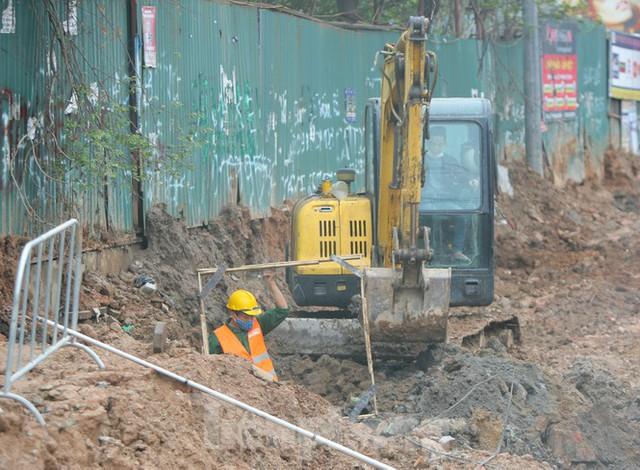 Tăng tốc thi công hầm chui đường bộ nút giao Lê Văn Lương - Khuất Duy Tiến - Ảnh 3.