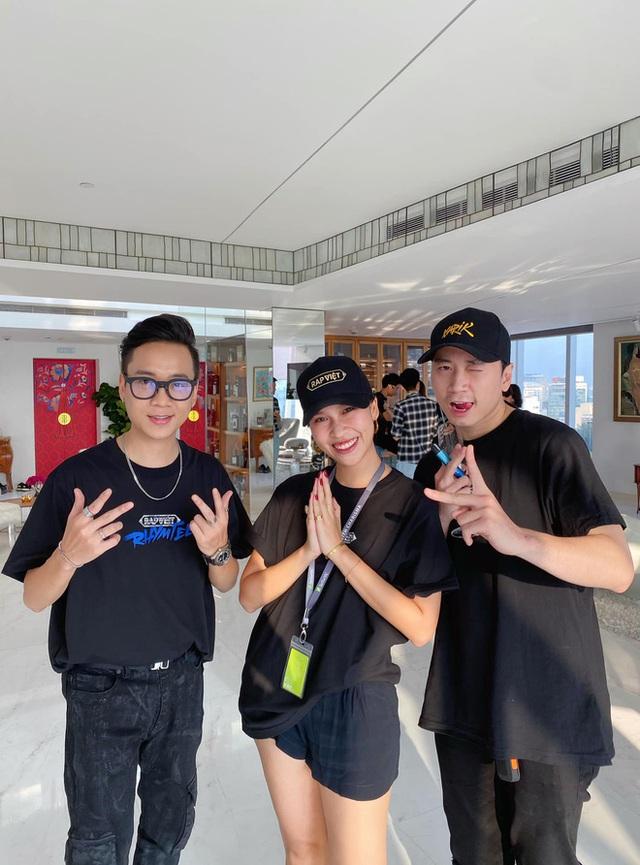 Thế hệ F1 tài năng của đế chế truyền thông sản xuất gameshow Rap Việt: Tốt nghiệp hạng ưu Oxford, tham dự dạ vũ danh giá nhất thế giới, sáng lập quỹ từ thiện xây cầu cho trẻ em vùng xa - Ảnh 7.