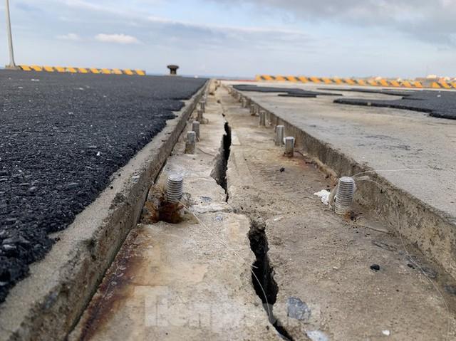 Công trình 250 tỷ chưa nghiệm thu đã thương tích đầy mình vì bão - Ảnh 8.