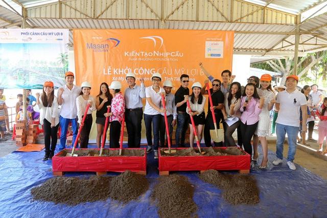 Thế hệ F1 tài năng của đế chế truyền thông sản xuất gameshow Rap Việt: Tốt nghiệp hạng ưu Oxford, tham dự dạ vũ danh giá nhất thế giới, sáng lập quỹ từ thiện xây cầu cho trẻ em vùng xa - Ảnh 8.
