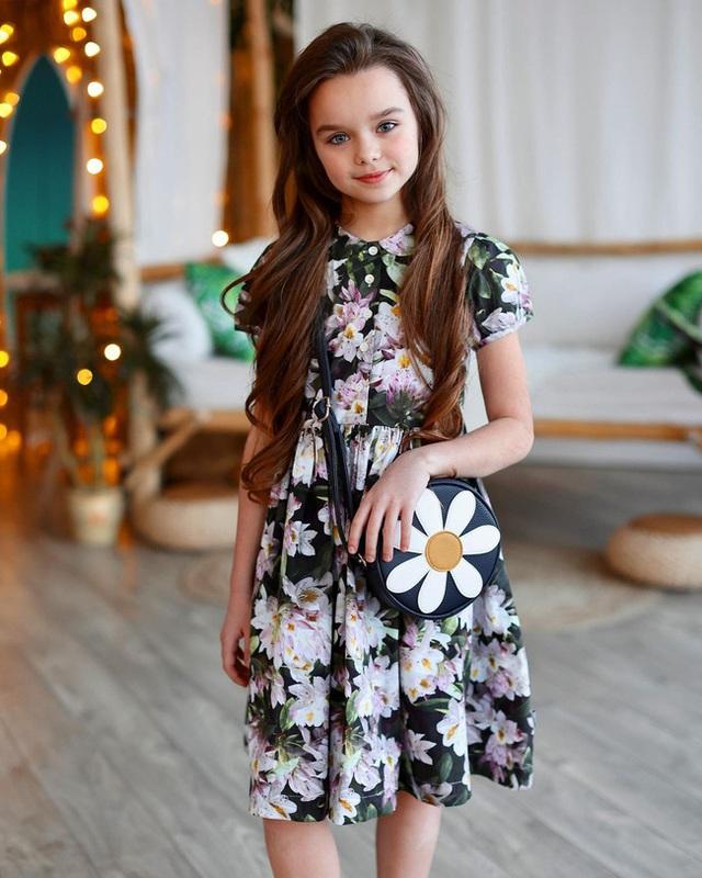 Cô bé người Nga được mệnh danh đẹp nhất thế giới 4 năm trước: Hiện tại vẫn gây sốt vì quá xinh đẹp, bất ngờ nhất là chuyện học hành - Ảnh 6.