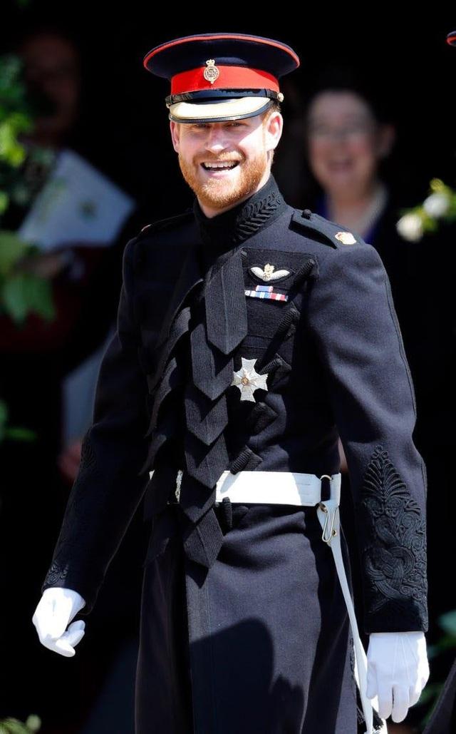 Ai cũng phải trầm trồ trước những trang phục xa xỉ nhất các thành viên hoàng gia Anh từng diện: Nàng dâu tai tiếng Meghan Markle chiếm đa số - Ảnh 9.