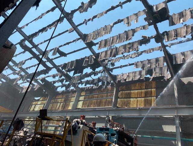 Khống chế đám cháy tại Công ty Tôn Hoa Sen ở Bình Dương - Ảnh 2.