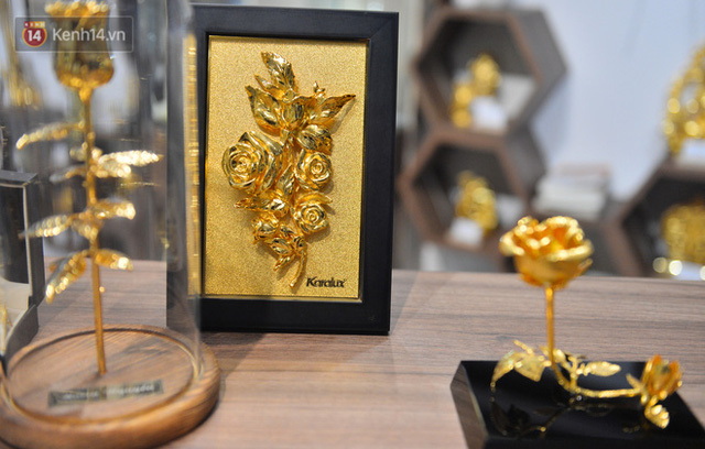 Cận cảnh hoa hồng đúc vàng giá 330 triệu đồng được đại gia Hải Phòng mua làm quà tặng ngày 8/3 - Ảnh 14.