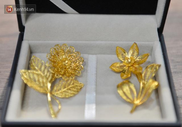 Cận cảnh hoa hồng đúc vàng giá 330 triệu đồng được đại gia Hải Phòng mua làm quà tặng ngày 8/3 - Ảnh 17.