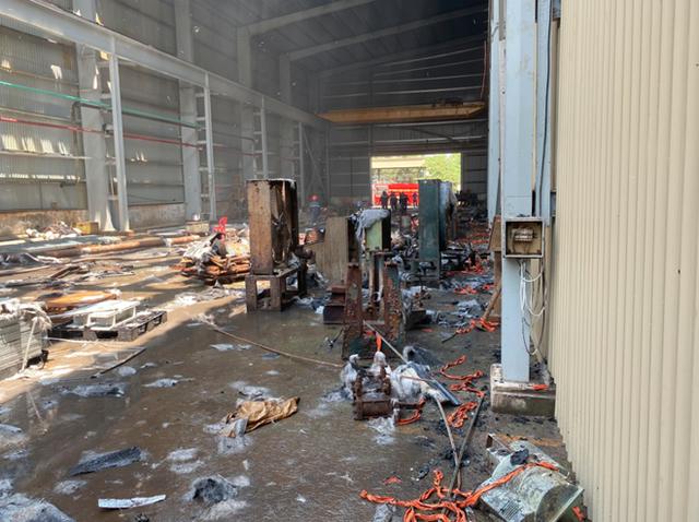 Khống chế đám cháy tại Công ty Tôn Hoa Sen ở Bình Dương - Ảnh 3.