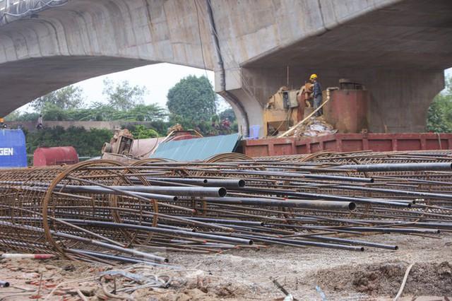 Cận cảnh đại công trường cầu Vĩnh Tuy 2 nghìn tỷ vượt sông Hồng - Ảnh 4.