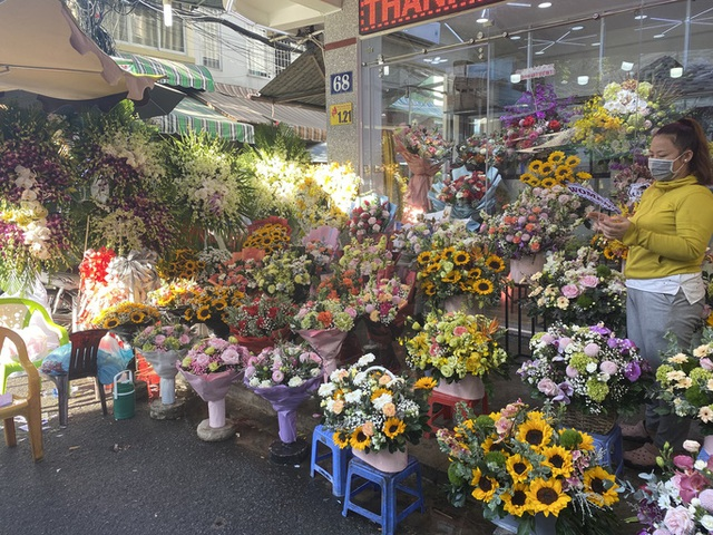 Giá hoa hồng tăng gấp 4-5 lần, cửa hàng ngừng nhận khách vì quá đông  - Ảnh 5.