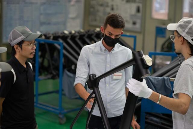 Forbes: Xe đạp điện sản xuất tại Việt Nam với tham vọng... thay thế ô tô - Ảnh 2.