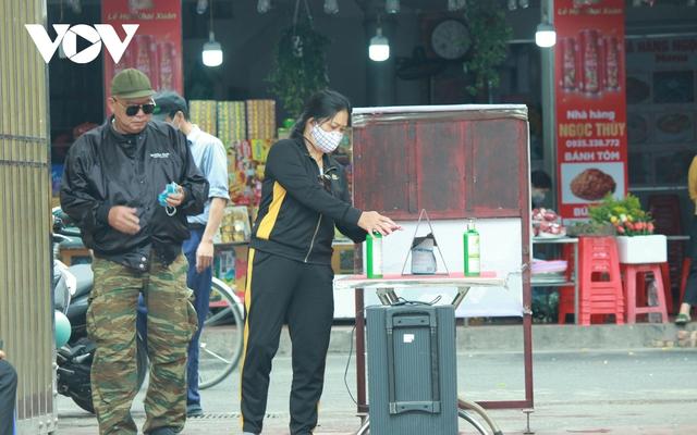 Chùa chiền ở Hà Nội được mở cửa trở lại và đảm bảo phòng chống dịch - Ảnh 4.