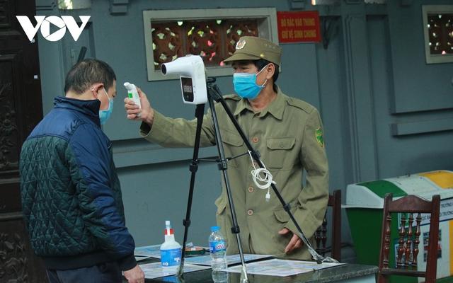 Chùa chiền ở Hà Nội được mở cửa trở lại và đảm bảo phòng chống dịch - Ảnh 7.
