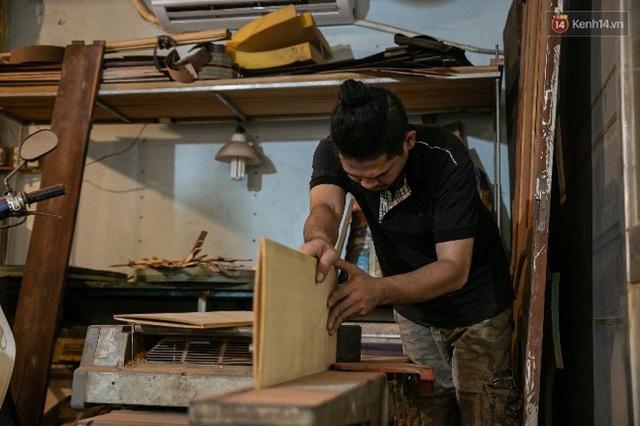 Chàng trai Sài Gòn 15 năm làm đàn guitar handmade: Có người nước ngoài mang bộ gỗ 70 triệu đến đặt mình làm - Ảnh 2.