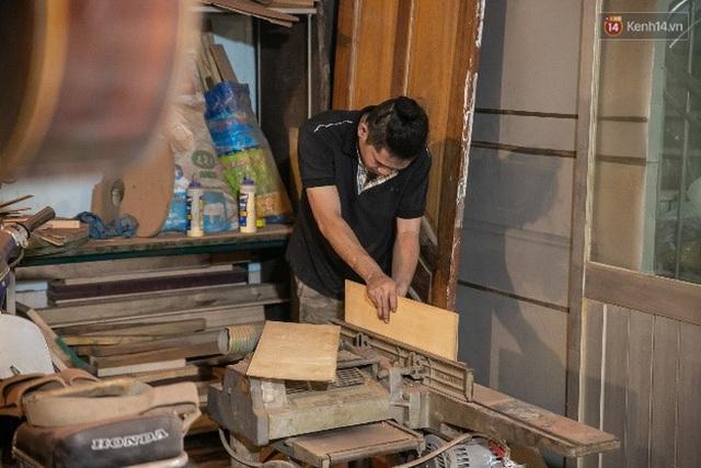 Chàng trai Sài Gòn 15 năm làm đàn guitar handmade: Có người nước ngoài mang bộ gỗ 70 triệu đến đặt mình làm - Ảnh 3.