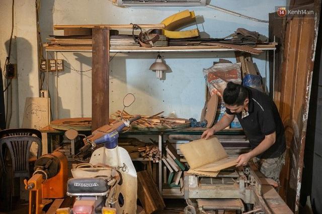 Chàng trai Sài Gòn 15 năm làm đàn guitar handmade: Có người nước ngoài mang bộ gỗ 70 triệu đến đặt mình làm - Ảnh 24.