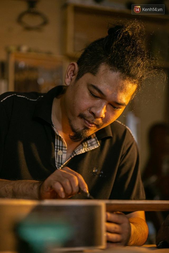 Chàng trai Sài Gòn 15 năm làm đàn guitar handmade: Có người nước ngoài mang bộ gỗ 70 triệu đến đặt mình làm - Ảnh 29.
