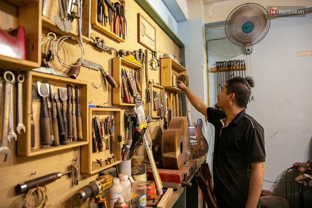 Chàng trai Sài Gòn 15 năm làm đàn guitar handmade: Có người nước ngoài mang bộ gỗ 70 triệu đến đặt mình làm - Ảnh 4.