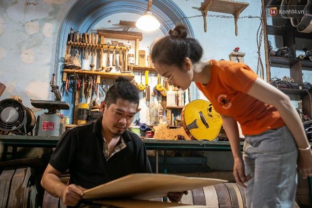 Chàng trai Sài Gòn 15 năm làm đàn guitar handmade: Có người nước ngoài mang bộ gỗ 70 triệu đến đặt mình làm - Ảnh 7.
