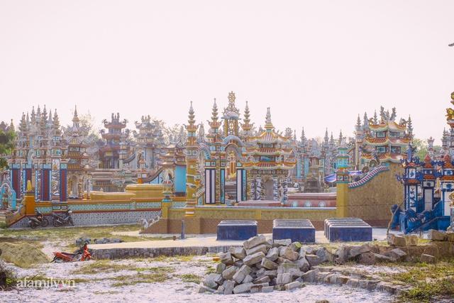 Chuyện về thành phố ma xa hoa kỳ bí ở Huế khiến cộng đồng mạng quốc tế trầm trồ, lăng mộ tiền tỷ chờ người đang sống, đến người chết cũng có thể giúp hái ra tiền - Ảnh 7.