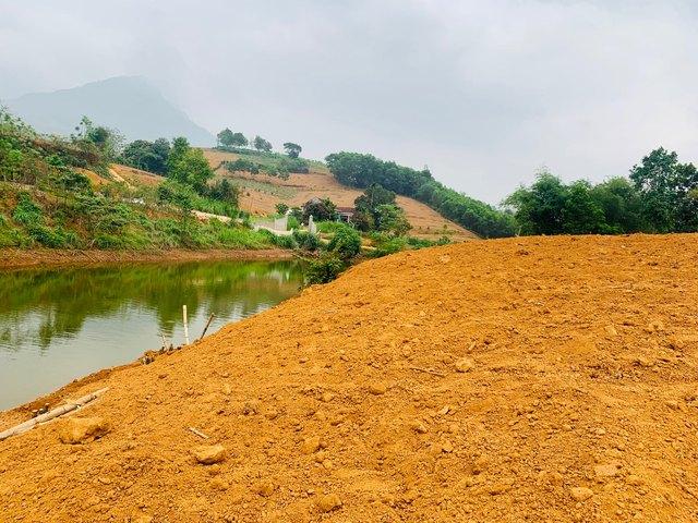 Đất Ba Vì quay cuồng trong cơn sốt, đất đang canh tác cũng được san nền ra bán.