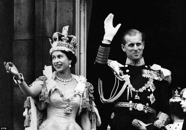 Nhìn lại những dấu ấn không thể nào quên của Hoàng tế Philip trong suốt cuộc đời - Ảnh 11.