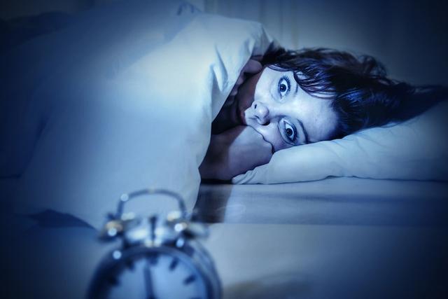 Giật mình khi ngủ: Hiện tượng nhiều người từng gặp, tưởng chừng không đáng lo ngại nhưng là tín hiệu đáng lo ngại về tình hình sức khỏe - Ảnh 1.