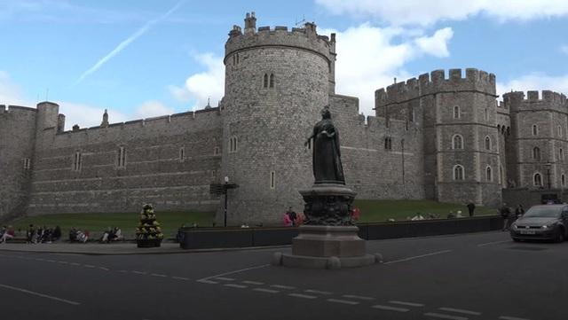 Tiết lộ nơi cất giữ thi hài Hoàng tế Philip cho tới khi Nữ hoàng qua đời, nguyên nhân sâu xa khiến công chúng tuôn trào nước mắt - Ảnh 1.