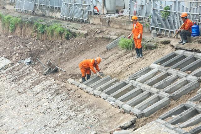 Hệ thống cống ngầm gom nước thải giải cứu sông Tô Lịch được lắp đặt ra sao?  - Ảnh 3.
