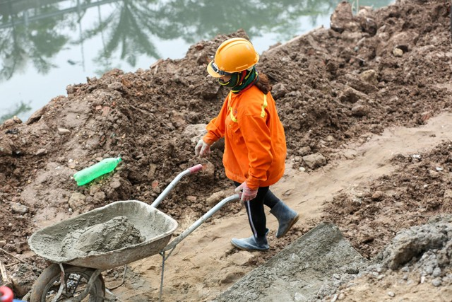 Hệ thống cống ngầm gom nước thải giải cứu sông Tô Lịch được lắp đặt ra sao?  - Ảnh 7.