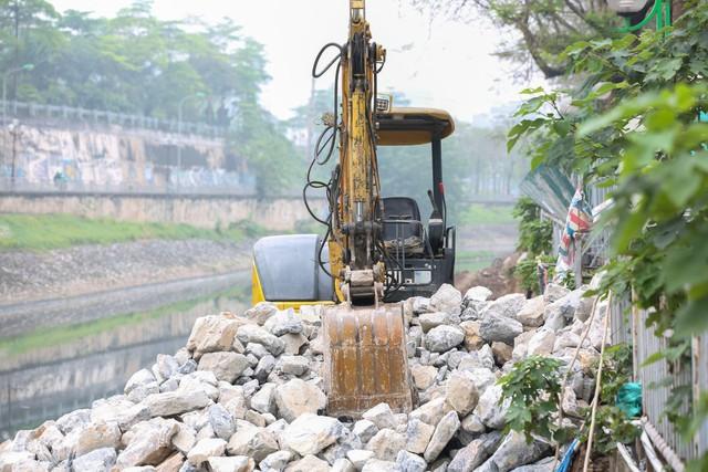 Hệ thống cống ngầm gom nước thải giải cứu sông Tô Lịch được lắp đặt ra sao?  - Ảnh 8.