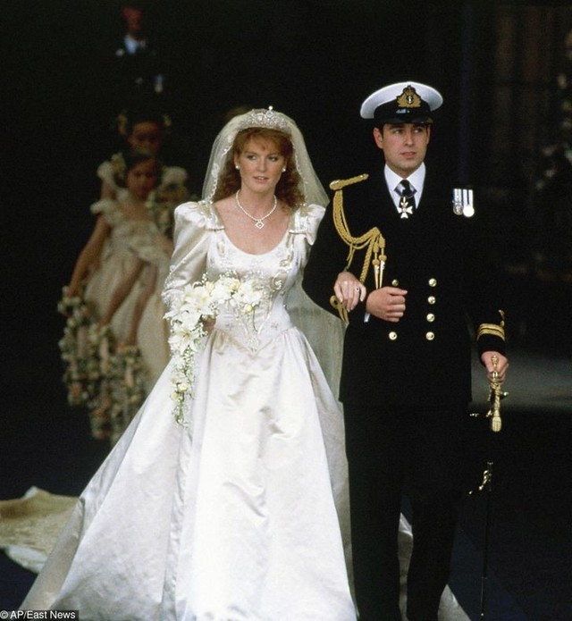10 cặp đôi hoàng gia khiến chúng ta tin, tình yêu không phân biệt tuổi tác, địa vị nhưng cái kết chưa chắc có hậu: Số 3 từng được ví như Lọ Lem thời hiện đại - Ảnh 5.