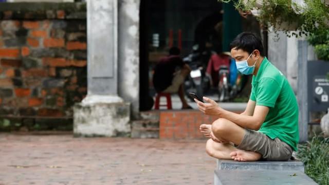 Báo Nhật: 3 lý do khiến người Việt Nam đổ xô vào chứng khoán và vì sao nhà đầu tư F0 không còn là gà? - Ảnh 1.