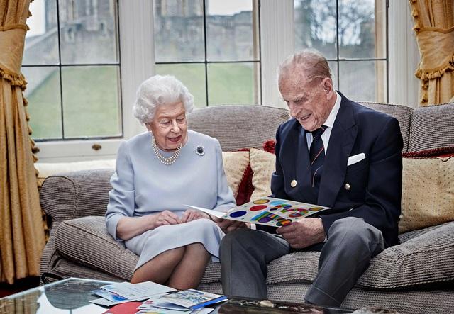3 di nguyện cuối cùng trước khi ra đi của Hoàng thân Philip: Điều đầu tiên liên quan trực tiếp đến Nữ hoàng - Ảnh 1.