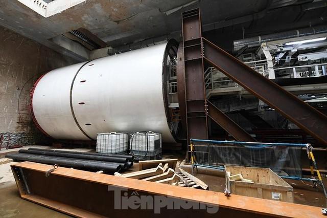 Cận cảnh rô-bốt đào hầm metro vận hành trong lòng đất  - Ảnh 1.