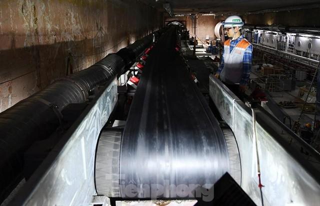 Cận cảnh rô-bốt đào hầm metro vận hành trong lòng đất  - Ảnh 3.