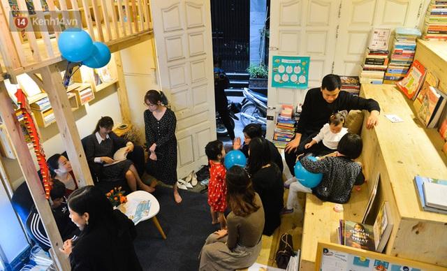 Người đàn ông đi hơn 50 quốc gia, mở thư viện sách miễn phí ở Hà Nội: Nhìn các con thích đọc sách hơn cầm điện thoại là vui rồi - Ảnh 4.
