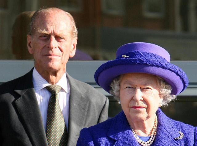 Tiết lộ những hoạt động của Nữ hoàng trong ngày Chủ nhật đầu tiên vắng bóng chồng, khiến công chúng càng thêm nể phục bản lĩnh của bà - Ảnh 4.