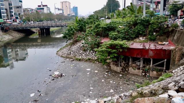 Cận cảnh những dòng sông đen chảy giữa nội thành Hà Nội  - Ảnh 7.