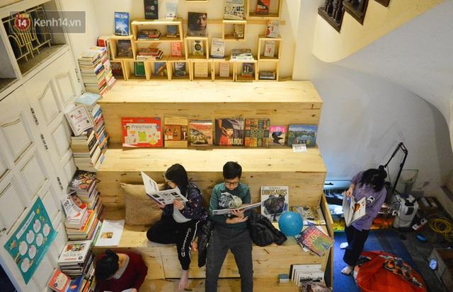 Người đàn ông đi hơn 50 quốc gia, mở thư viện sách miễn phí ở Hà Nội: Nhìn các con thích đọc sách hơn cầm điện thoại là vui rồi - Ảnh 8.