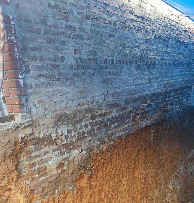 Cận cảnh căn nhà 3 tầng đổ sập trong đêm ở Lào Cai - Ảnh 9.