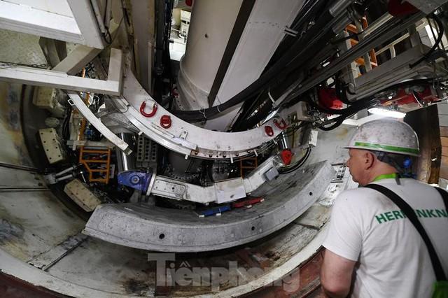 Cận cảnh rô-bốt đào hầm metro vận hành trong lòng đất  - Ảnh 9.