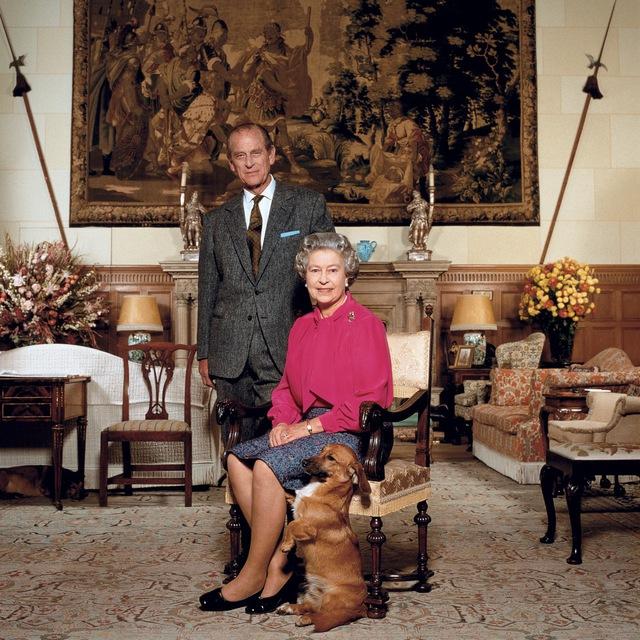 Tiết lộ những hoạt động của Nữ hoàng trong ngày Chủ nhật đầu tiên vắng bóng chồng, khiến công chúng càng thêm nể phục bản lĩnh của bà - Ảnh 9.