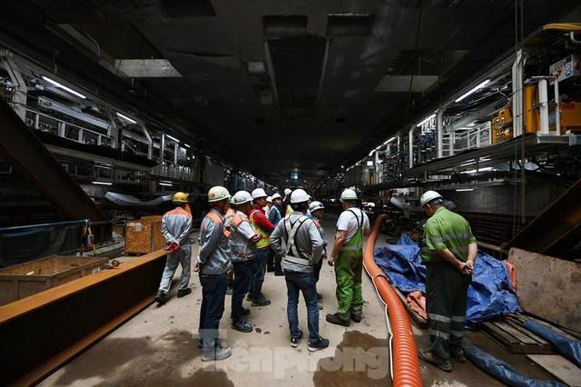 Cận cảnh rô-bốt đào hầm metro vận hành trong lòng đất  - Ảnh 10.